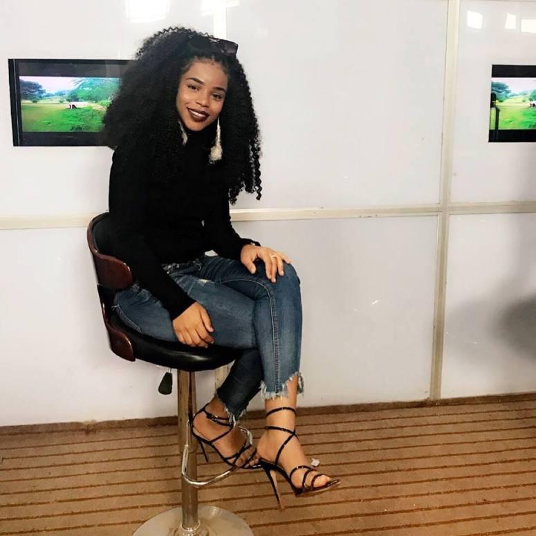 nabila chanteuse cameroun look